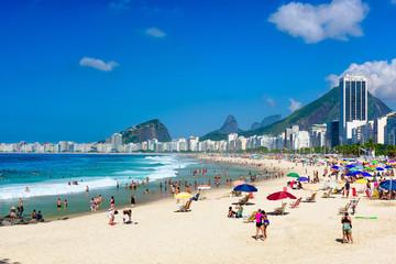 Fotomurales - Leme and Copacabana beach in Rio de Janeiro, Brazil. Copacabana beach is the most famous beach in Rio de Janeiro. Sunny cityscape of Rio de Janeiro