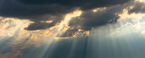 sunrays in the sky with dramatic thunderclouds Fotobehang