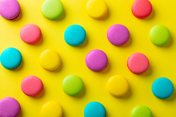 Papiers peints Macarons Macaroons dessert on yellow background. Flat lay composition. Top view.