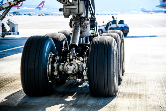 The main landing gear on the Boeing 777-300