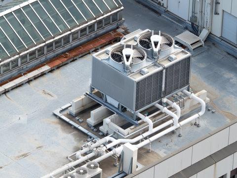 オフィスビル屋上の空調設備