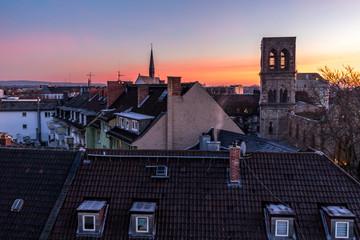 Sonnenaufgang über der Altstadt von Mainz
