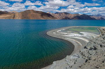 Spoed Foto op Canvas Groen blauw Colourful water of Pangong lake, Ladakh, India, Asia