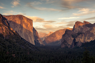 Foto op Plexiglas Cappuccino Yosemite Dome at sunset