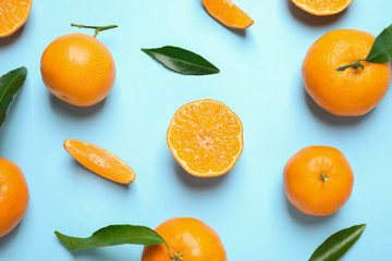 Fototapete - Flat lay composition with fresh ripe tangerines and leaves on light blue background. Citrus fruit