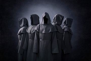 Group of five scary figures in hooded cloaks in the dark Fototapete