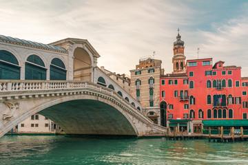 Obraz Rialto bridge on the Grand canal of Venice city with colorful architecture with nobody, Veneto, Italy - fototapety do salonu
