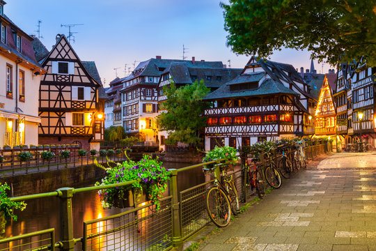 Petit France in Straßburg am Abend