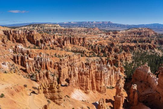 Orangenen Hügelspitzen des Brycel Canyon in den USA