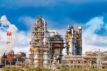 四日市コンビナート 磯津海岸から望む塩浜エリアの工場風景