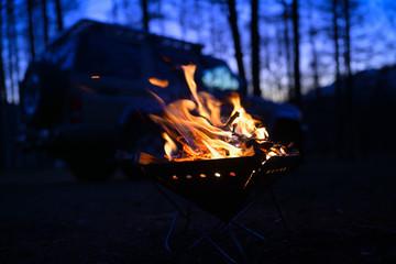 焚き火とランドクルーザー