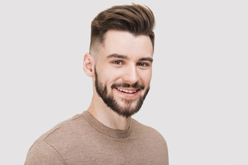 Closeup portrait of handsome smiling young man. Laughing joyful cheerful men studio shot. Isolated on gray background Papier Peint
