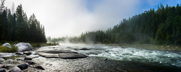 Siberian Balyiktyig hem river in Sayan mountains in early foggy morning. Fototapete