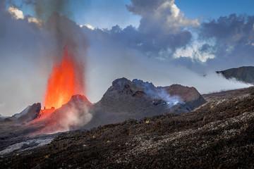 Eruption du volcan Piton de La Fournaise Fototapete