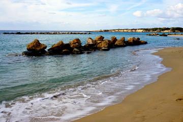 Cypryskie wybrzeże poza sezonem turystycznym.