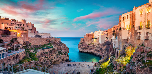 Photo sur Aluminium Mer coucher du soleil Spectacular spring cityscape of Polignano a Mare town, Puglia region, Italy, Europe. Colorful evening seascape of Adriatic sea. Traveling concept background..