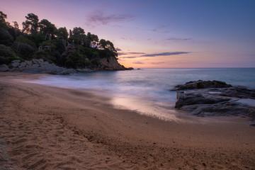 Fototapete - Clean sand beach in sea bay