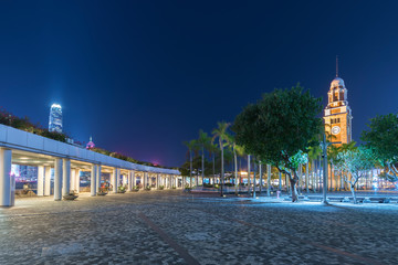 Fototapete - Clock tower and public park in downtown of Hong Kong city