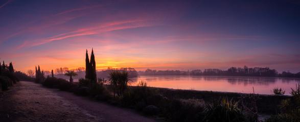 Papiers peints Aubergine lever de soleil sur la Loire