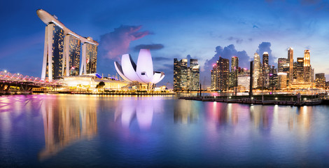 Fotomurales - Singapore sunset city skyline at business district, Marina Bay