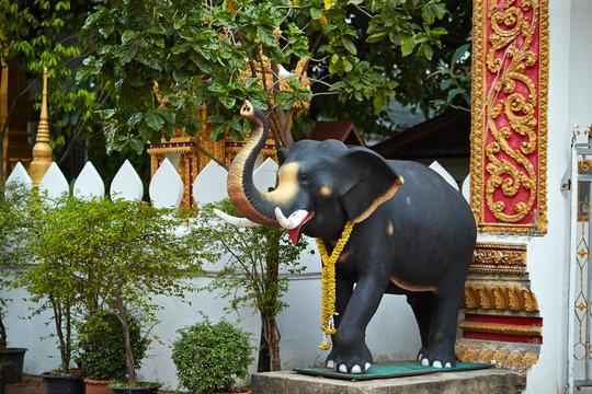 Travelling Laos, temple building decoration