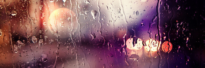Panoramic image. Blurred car lights. Raindrops on the front window Fotomurales