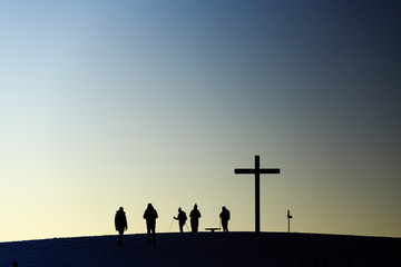 Wanderer am Gipfel des Belchen, Abendstimmung, Gegenlicht