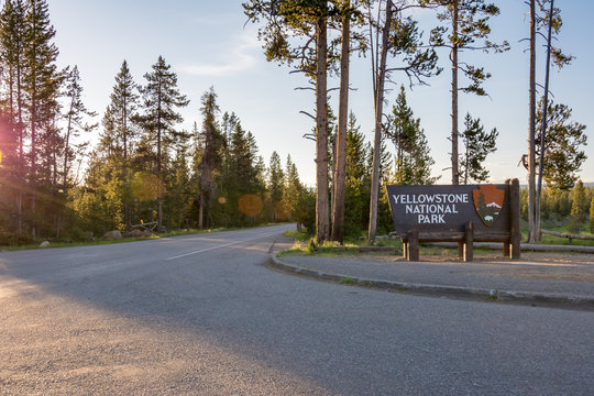 Welcome sign at the entrance to Yellowstone National Park, USA