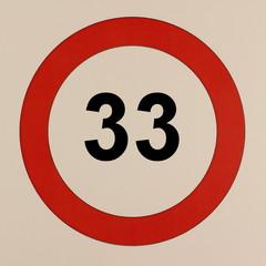 Grafische Darstellung des Straßenverkehrszeichen Maximalgeschwindigkeit 33 km/h