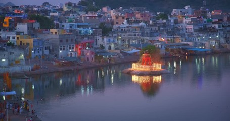 Fotomurales - View of famous indian hinduism pilgrimage town sacred holy hindu religious city Pushkar with Pushkar ghats. Rajasthan, India.