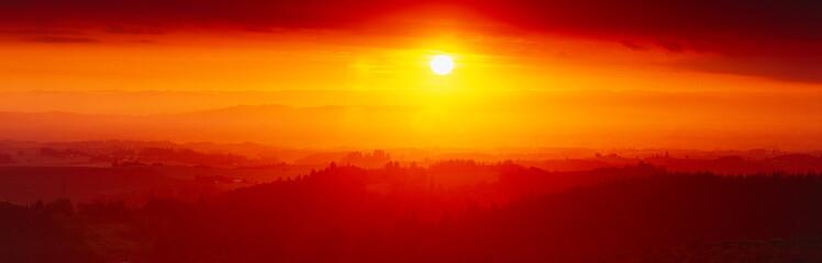 In de dag Rood traf. Sunset at Silver Creek State Park, Oregon