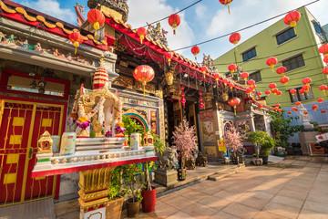 Foto auf Leinwand Kultstatte Leong San See temple (Buddhist temple in Singapore built in 1917)