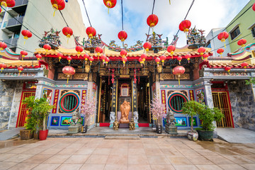 Foto auf Acrylglas Kultstatte Leong San See temple (Buddhist temple in Singapore built in 1917)