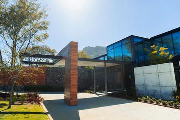 Sunny modern luxury home showcase exterior Fotobehang