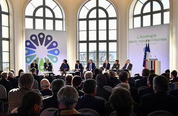 Conference ahead of the signing of the 'Ecological transition contract of the Pau's urban community' in Pau