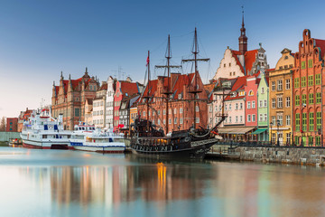 Poster Ship Beautiful scenery of the old town in Gdansk over Motlawa river at dawn, Poland.
