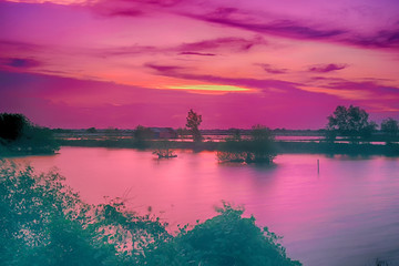Photo sur Plexiglas Rose Purple and pink twilight over the lake