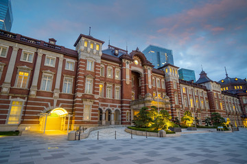 Fotomurales - Beautiful Tokyo station (train Station) building at twilight time