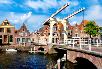 Fototapeten Nordeuropa Historic old town of Alkmaar, North Holland, with typical canal houses and draw bridge