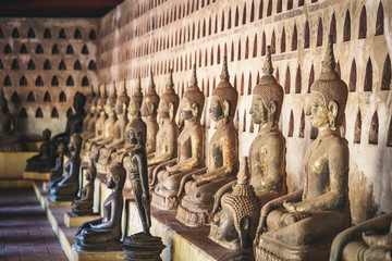 Fotobehang Bedehuis Buddha statue at temple