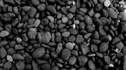 Photo sur Plexiglas Zen pierres a sable black pebble beach stone background