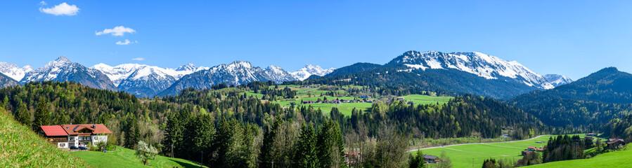 Wall Mural - Eindrucksvolle Ausblicke ins die Allgäuer Alpen nahe Oberstdorf