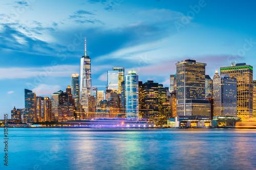 Fototapete New York, New York, USA downtown city skyline at dusk on the harbor.