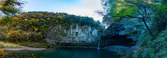 鵜の子滝 うのこの滝のパノラマ撮影写真 秋の紅葉  絶景の滝  五ヶ瀬  宮崎県西臼杵郡五ヶ瀬町大字三ヶ所  Panoramic photo of Unoko no Taki   Autumn leaves Superb  waterfall Gokase   Gokase-cho, Nishiusuki-gun, Miyazaki