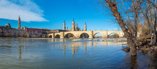 Wall Mural - Zaragoza - The panorama of bridge Puente de Piedra and Basilica del Pilar over the Ebro river.