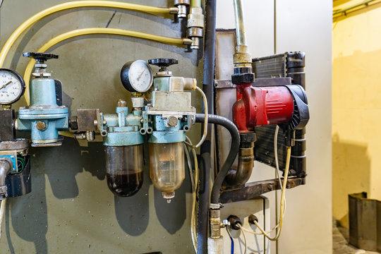 Hydraulic system of a metal cutting machine, high pressure oil s