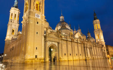 Wall Mural - ZARAGOZA, SPAIN - MARCH 2, 2018: The cathedral  Basilica del Pilar at dusk.