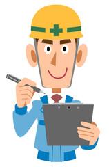 クリップボードとペンを持つ建設作業員の男性