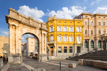 Wall Mural - Triumphal Arch of Sergius in Pula. Croatia.