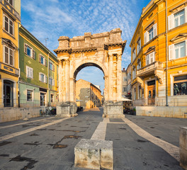 Fotomurales - Triumphal Arch of Sergius in Pula. Croatia.